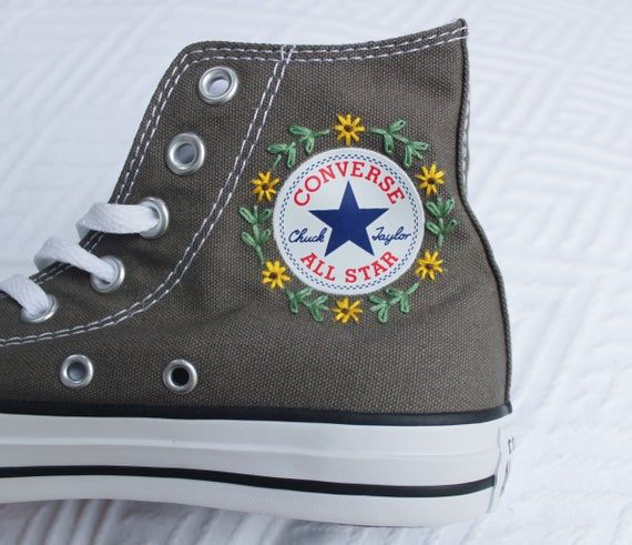 perspectiva Suavemente Halar  Floral Logo Embroidered Converse | Embroidered shoes, Embroidery shoes, Diy  shoes