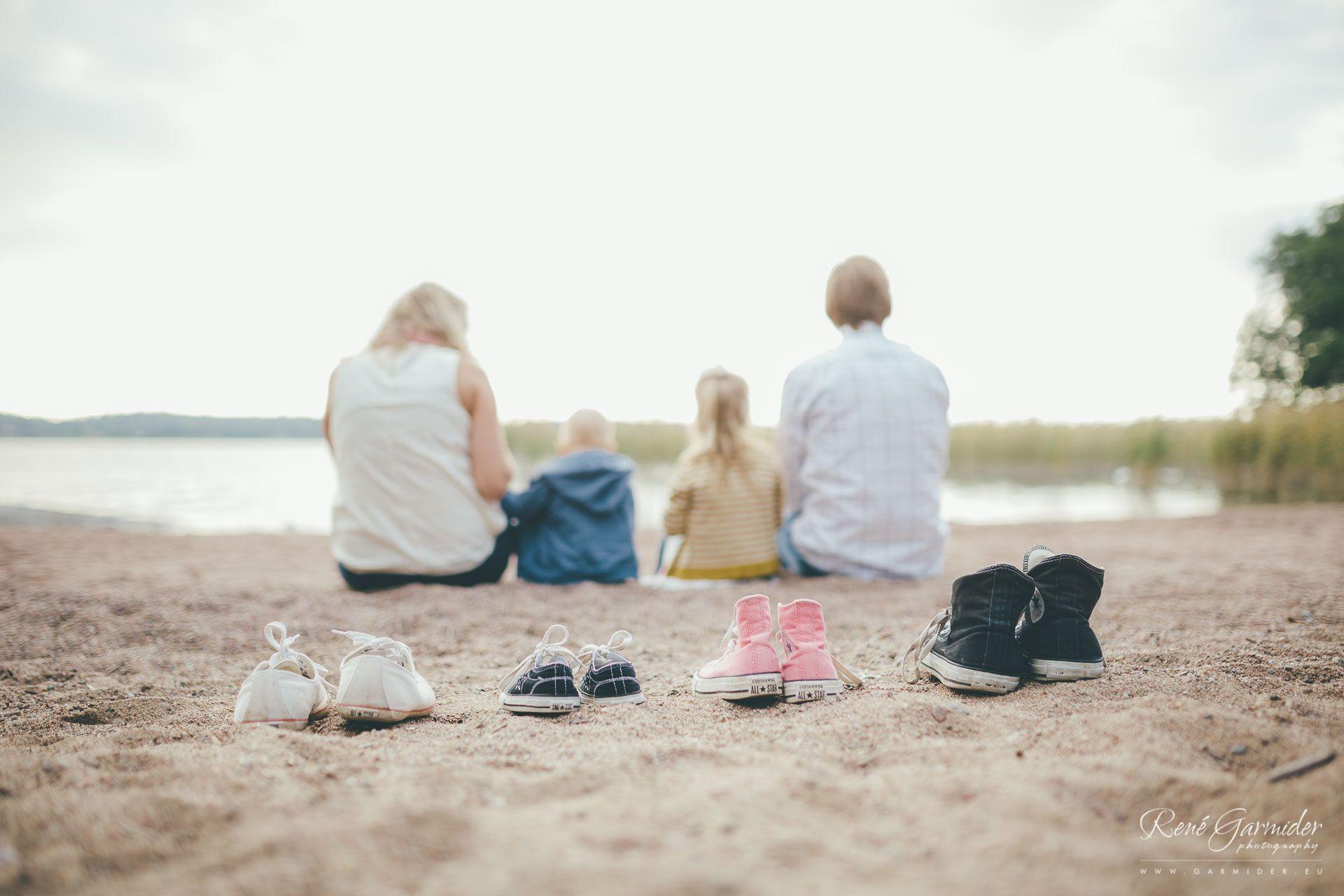 perhekuvaus-naantalissa-turussa-valokuvaus-miljookuvaus-muumimaailma-kallio-ranta-162