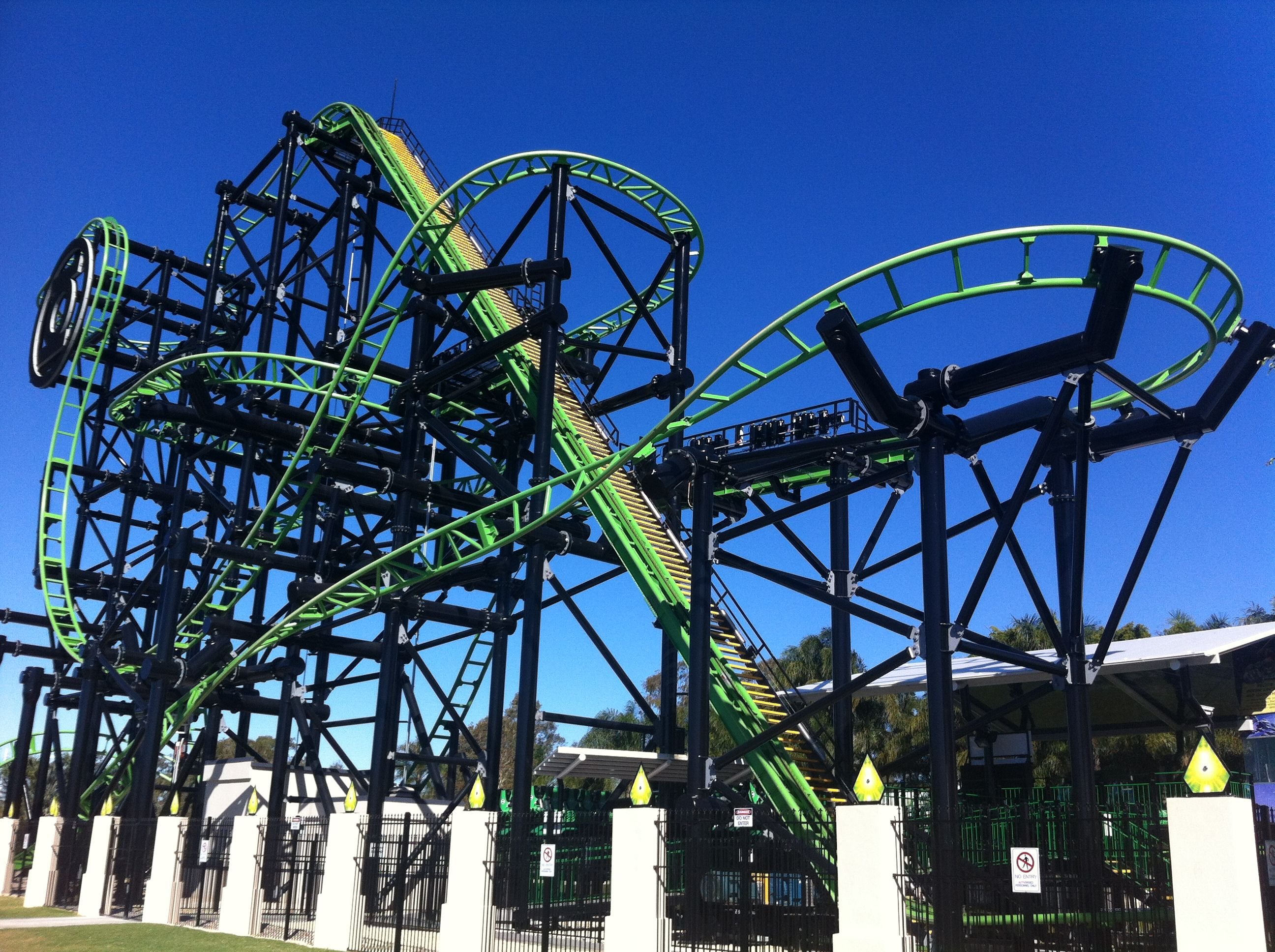 How Awesome Does The New Green Lantern At Movieworld Look Gold