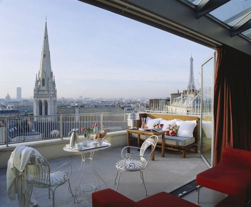 What a gorgeous view. Would love to wake up to this Parisian view every morning.