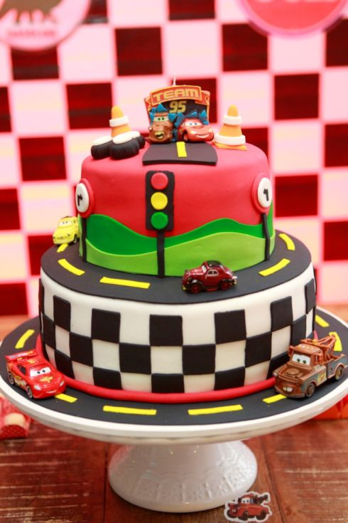 Festa com tema Carros McQueen Cake and Birthdays