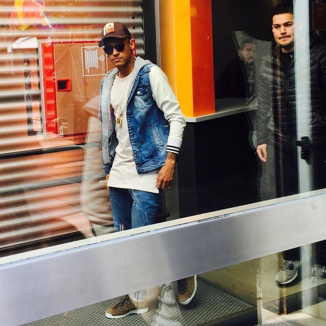 "manu ❤ NJR Recife - PE ❤✌ on Instagram: ""Ney no evento #Neymarjrsfive em Barcelona !! ❤"""
