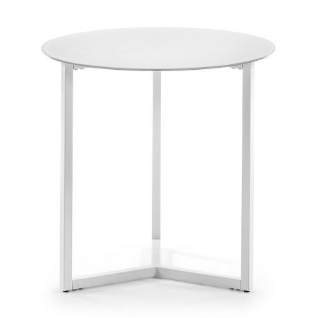 Mesa auxiliar Marae, color blanco (48€), ideal para acompañar la butaca de papá.