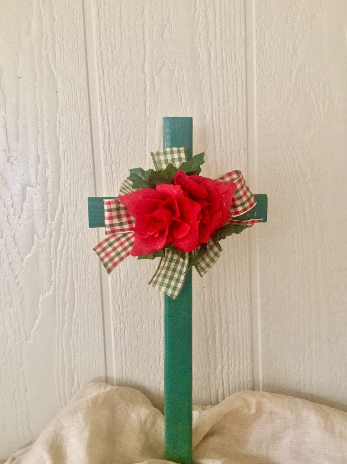 Pin by Leslie Ferrell on christmas | Cemetery decorations