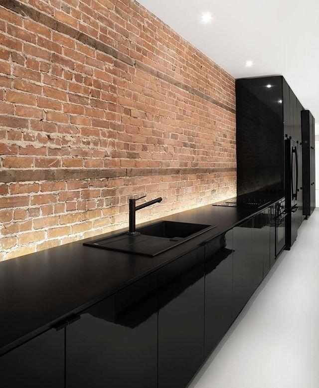 Pin di enneoemi su interior design arredo interni cucina for Cucine moderne scure