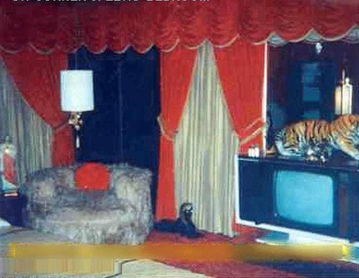 Graceland Photos Of Elvis Presley S Graceland Bedroom
