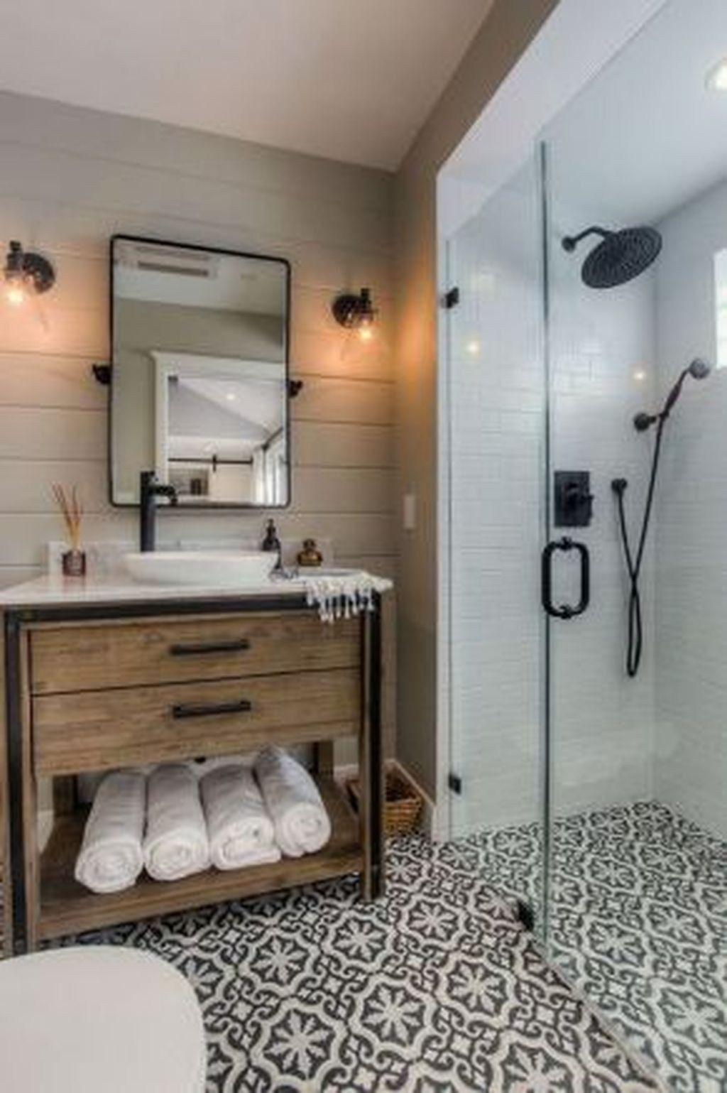 31 stunning farmhouse small bathroom decorating ideas tiny housing rh in pinterest com