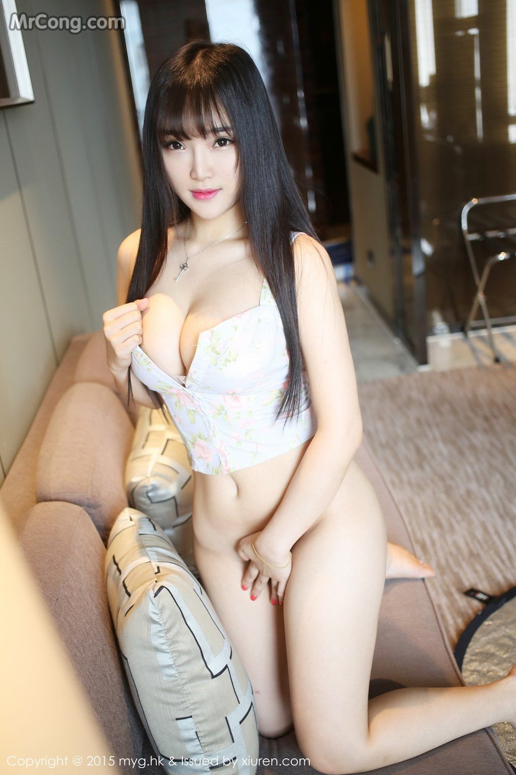 Sexy light skinned girls gif nude