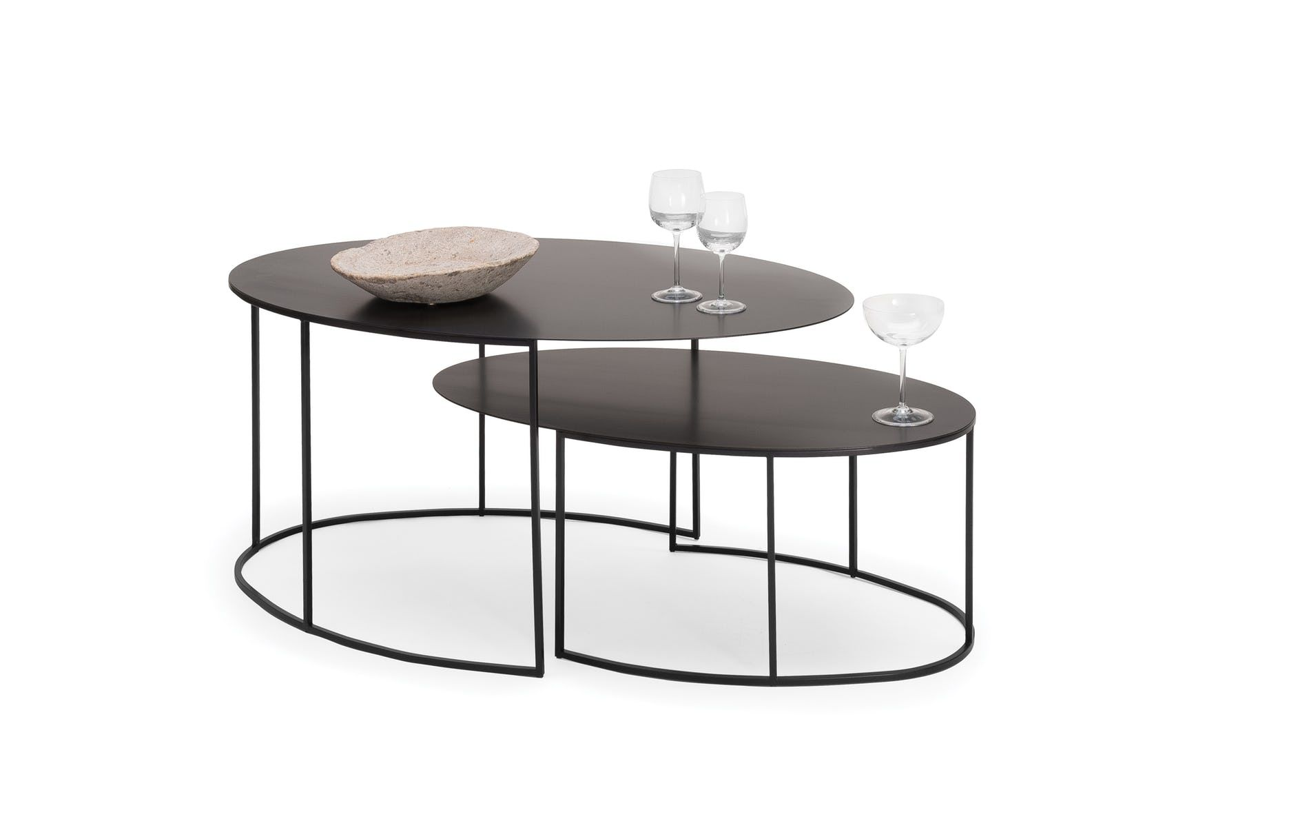 Two Low Tables With A Slim Profile The Slim Irony Oval Tables Complete The Collection Of The Same Name T Wohnzimmertische Couchtisch Modern Tisch