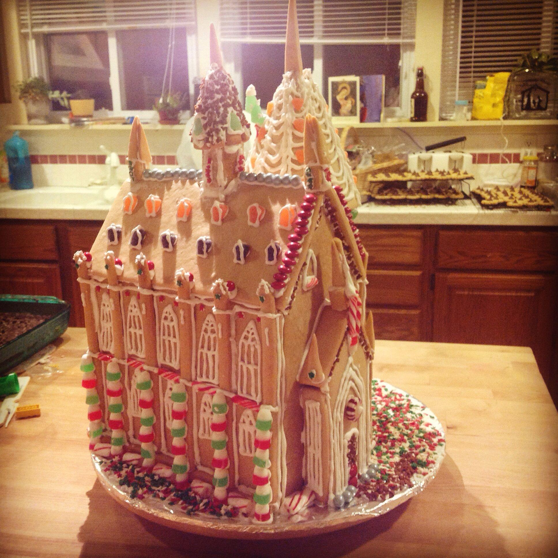 hogwarts gingerbread house template  Hogwarts gingerbread house. | Christmas gingerbread house ...