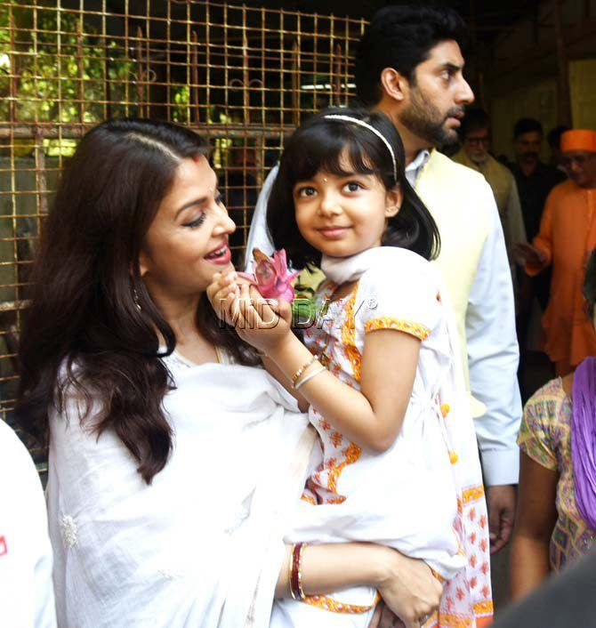 Abhishek Bachchan With Wife Aishwarya Rai Bachchan And Daughter