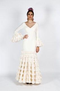 a4858edf3 Traje de flamenca liso de algodón en color crudo con volantes de ...