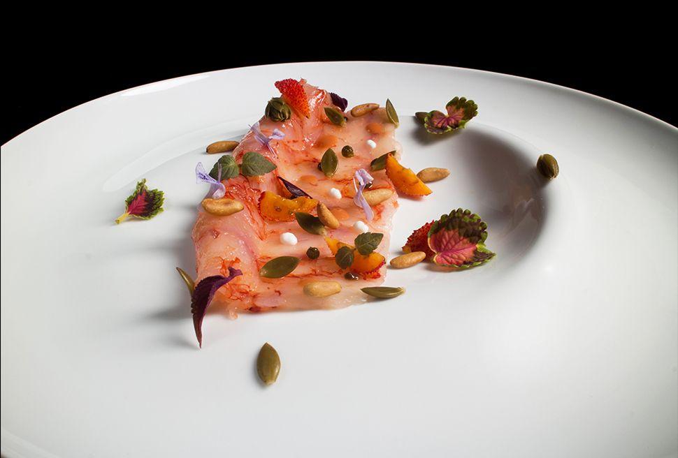 Terry Giacomello   foto Lido Vannucchi   Gambero rosso come in natura, pinoli tostati, yogurt magro, unghie di gatto e cristalli di limone
