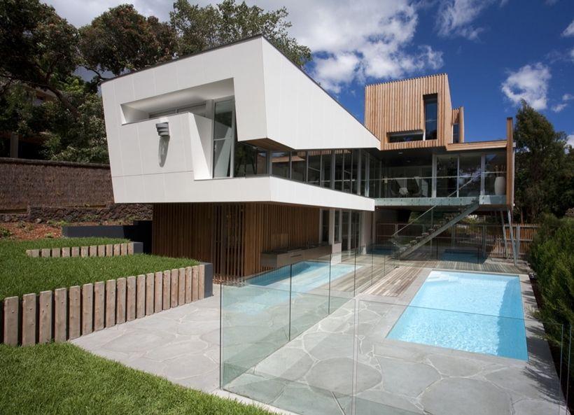 Maison contemporaine en bois sur pilotis