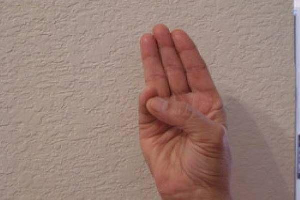 Ez igazi csoda: tartsd a kezed ebben a pózban, csodálatos dolog következik majd! - Tudasfaja.com