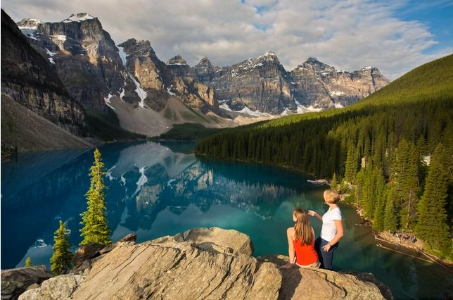 Moraine Lake, jewel and natural wonder of the Canadian Rockies, is a glacially-fed lake surrounded by 10 towering alpine peaks. Located in @BanffNationalPark, is it our #8thWonderoftheWorld? Vote once a day at www.virtualtourist.com/8thwonder