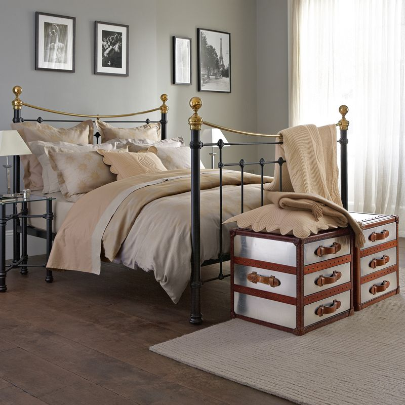 Classic Black Brass Combination With The Tosca Metal Bed
