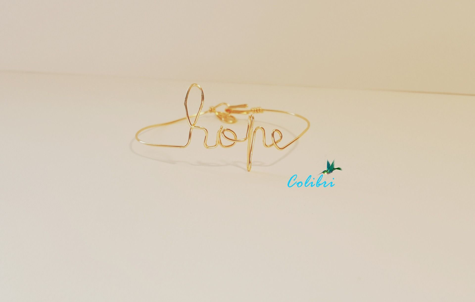 """Bracelet message """" Hope"""" collection: le fil des mots : Bracelet par bijoux-colibri"""