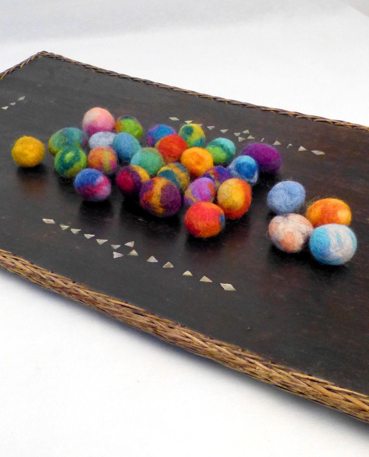 die buntesten Filzperlen für Ketten, Spielzeug, Schmuck  the most colorful felt beads for chains, toys, jewelry