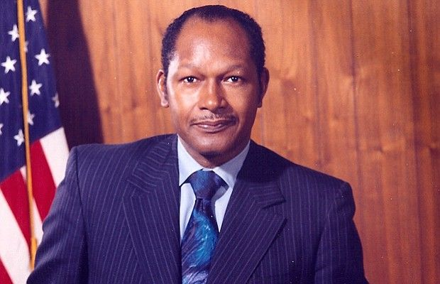 Los Angeles Mayor Tom Bradley Portrait In Office In The 1970s Toms Asian American African American