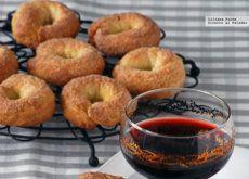 Rosquillas de vino blanco, aceite y limón. Receta para una sobremesa dulce