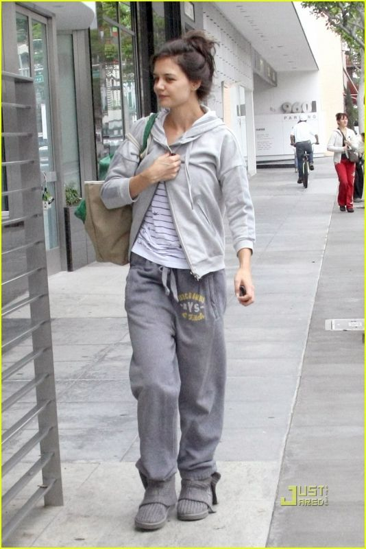 477c214ab59 Katie Holmes Leaving the Gym in Beverly Hills December 23, 2010 ...