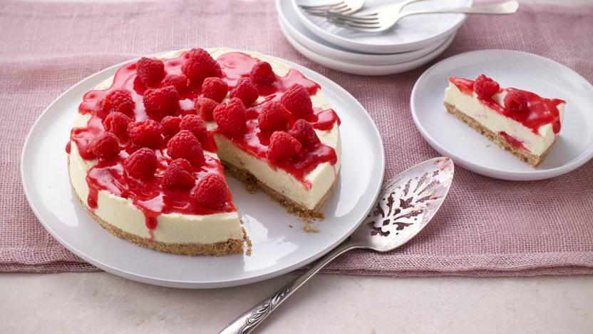 White chocolate and raspberry cheesecake #whitechocolateraspberrycheesecake