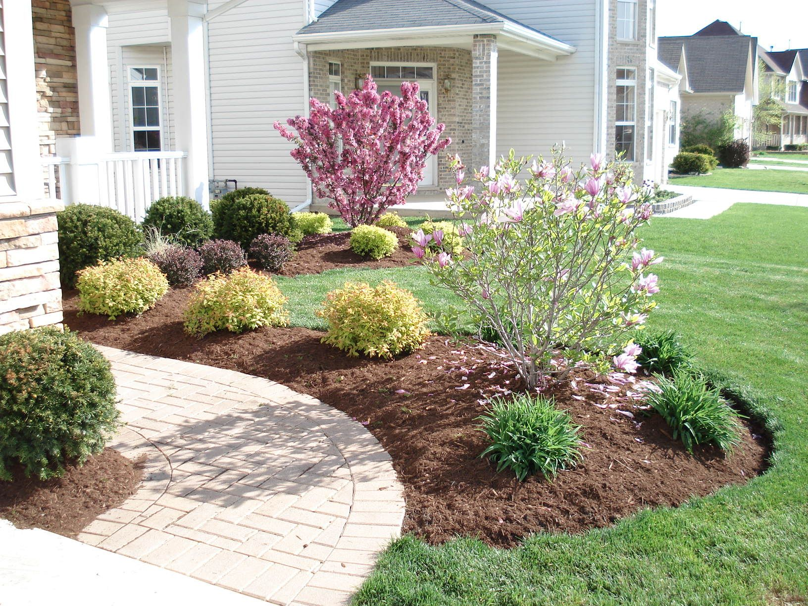 Simple front yard landscaping ideas landscape front yard for Simple garden landscape ideas
