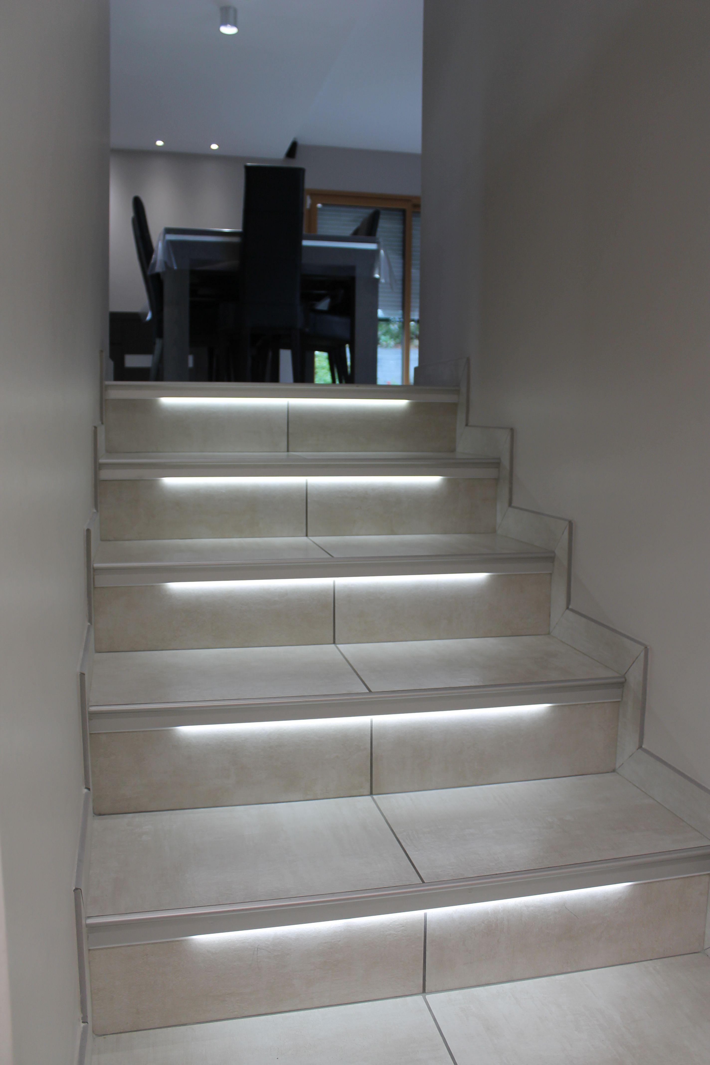 Bien Dans Ma Deco Nez De Marche Eclaires Par Du Led Integre Baptise Eclairage De Balisage Led Escalier Nez De Marche Escalier Marche Escalier