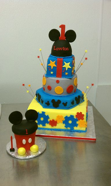Mickey Mouse clubhouse first birthday cake and matching oversized smash cupcake by Little Sugar Bake Shop, via Flickr                                                                                                            Mickey Mouse clubhouse fi..