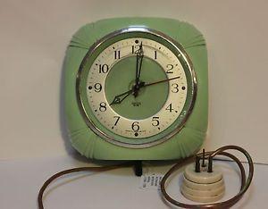 Rare Vintage Smiths Mint Green ART Deco Bakelite Wall Clock