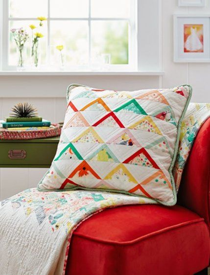 Triangle quilt pillow very cute Free Pillow Patterns | AllPeopleQuilt.com & Triangle quilt pillow very cute Free Pillow Patterns ... pillowsntoast.com