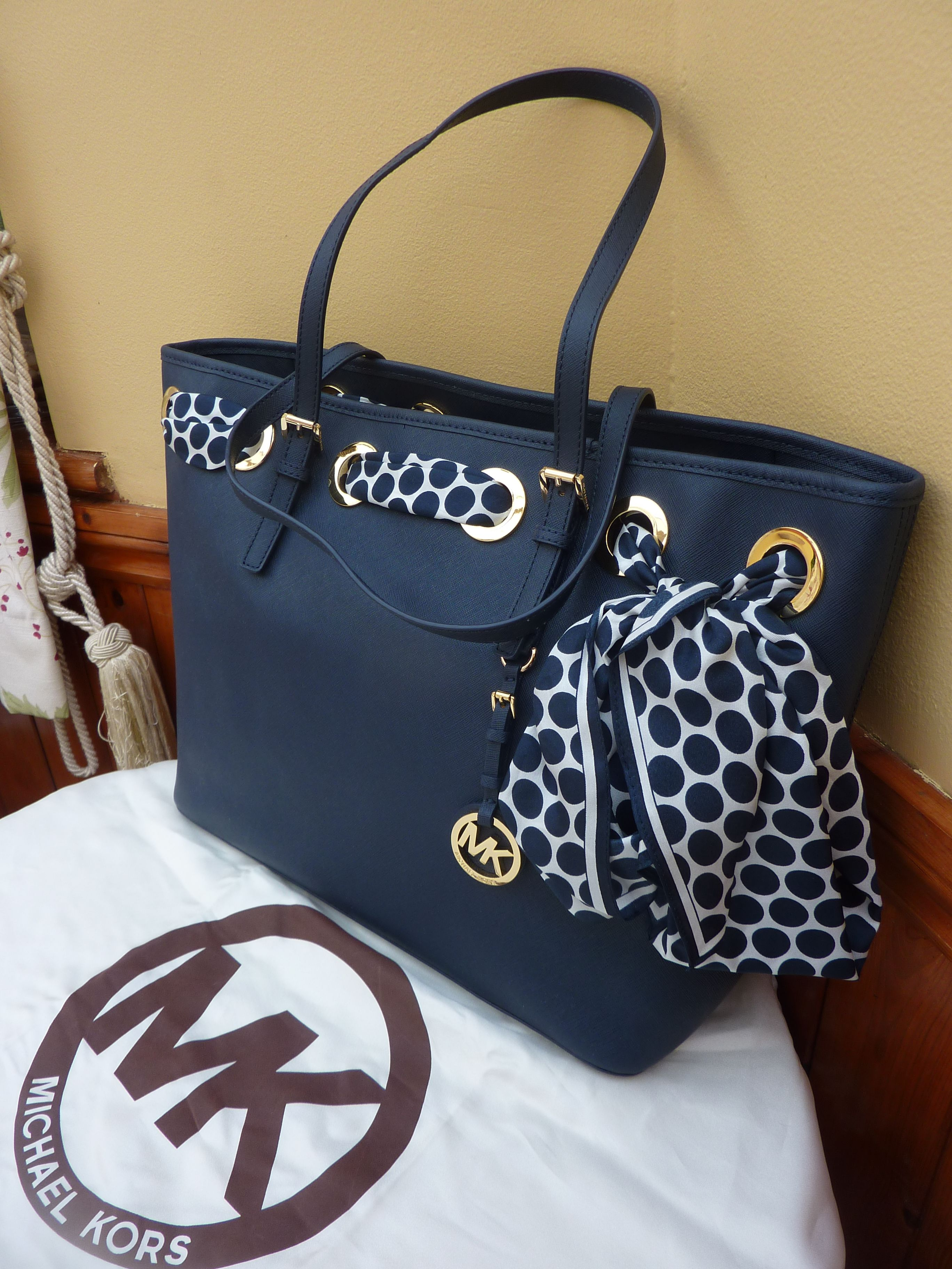 363dbcb002 Genuine Michael Kors Saffiano Jet Set Navy Leather  Scarf  Tote Bag +  Dustbag!