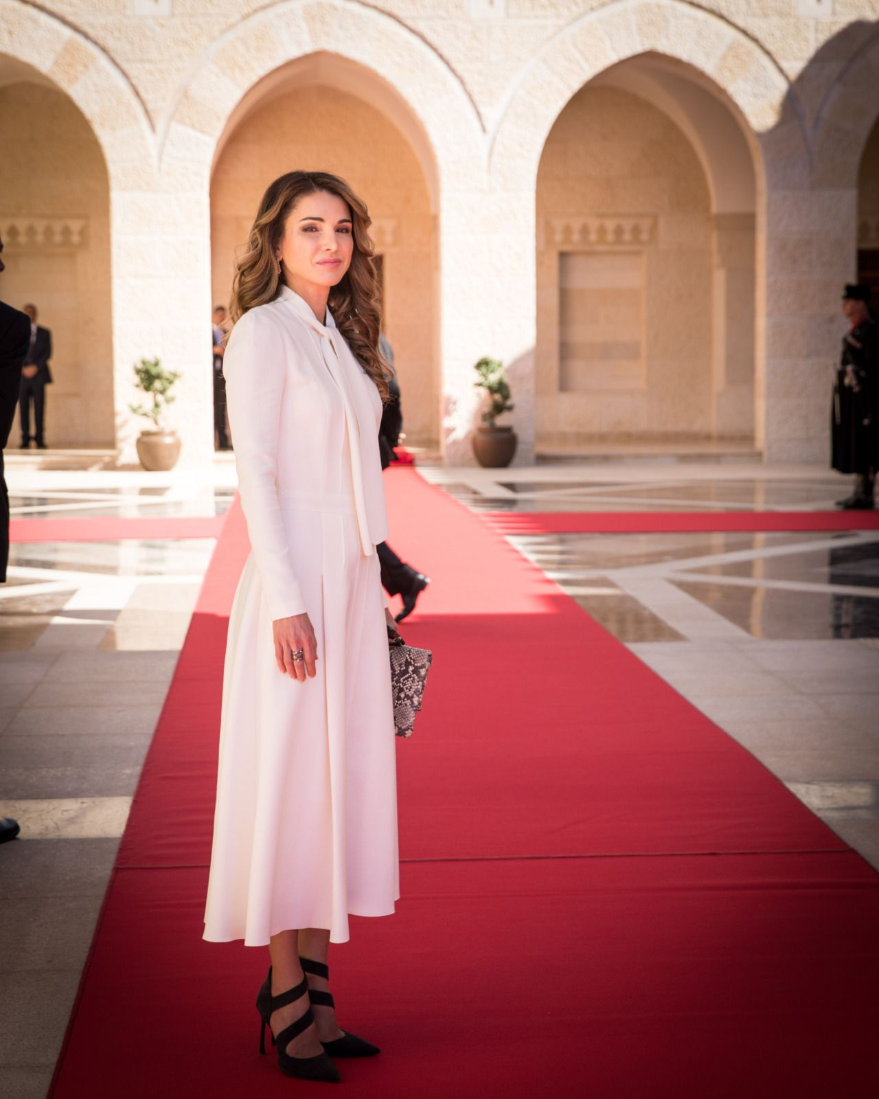 ♔♛Queen Rania of Jordan♔♛...Queen Rania in Giambattis ...