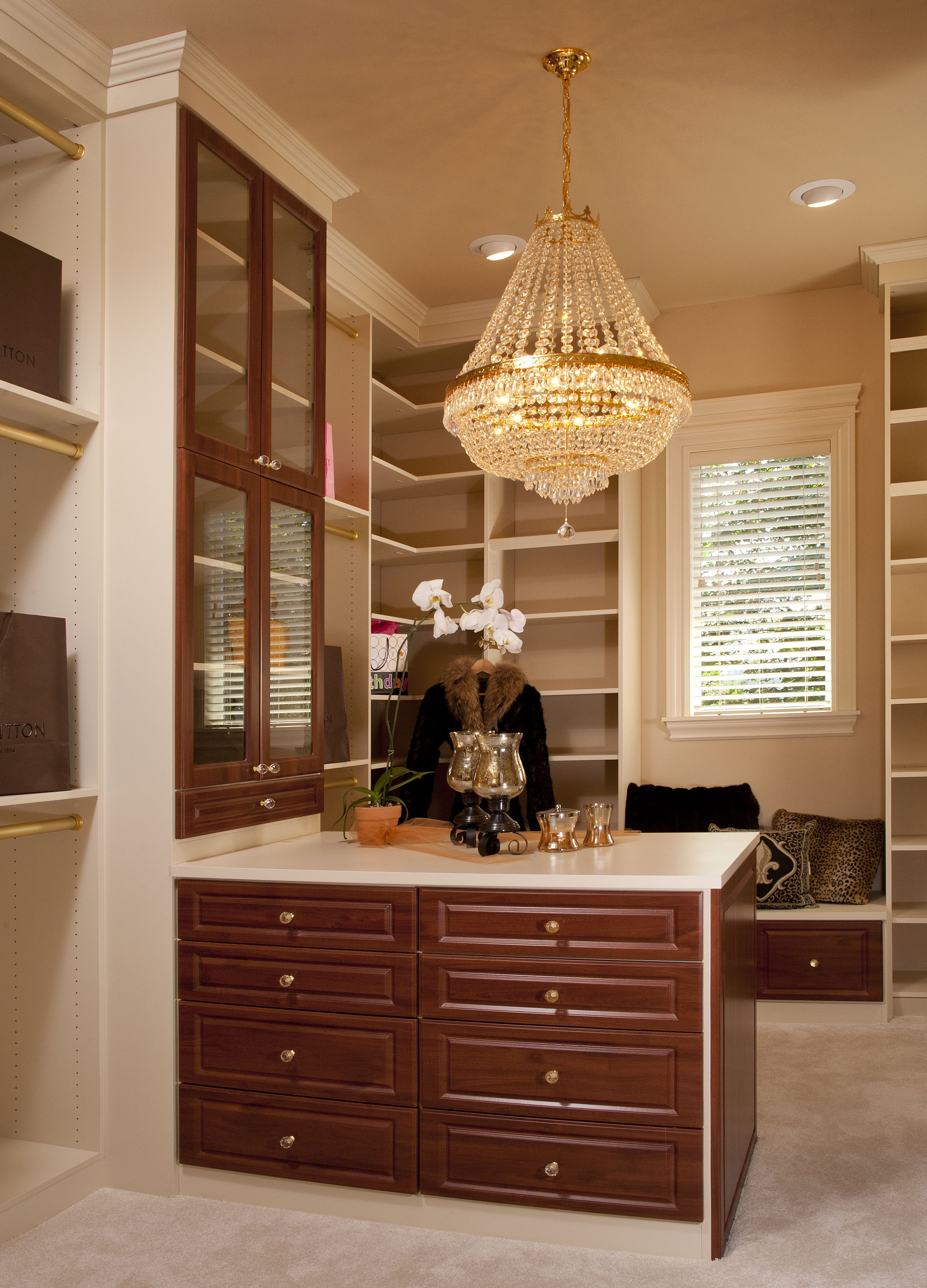 Luxury Walk In Closet Chandelier Closet Design Layout Beautiful Closets Custom Homes