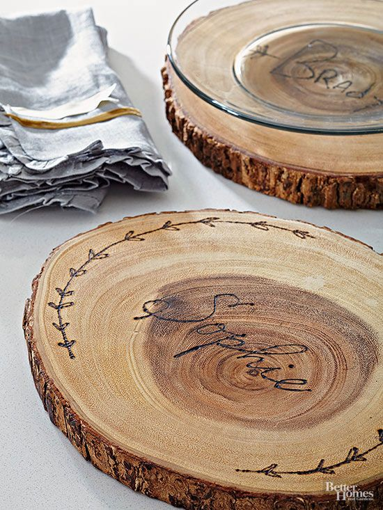 Use a wood burning tool to create personalized wood plate chargers. Perfect for fall! & Use a wood burning tool to create personalized wood plate chargers ...