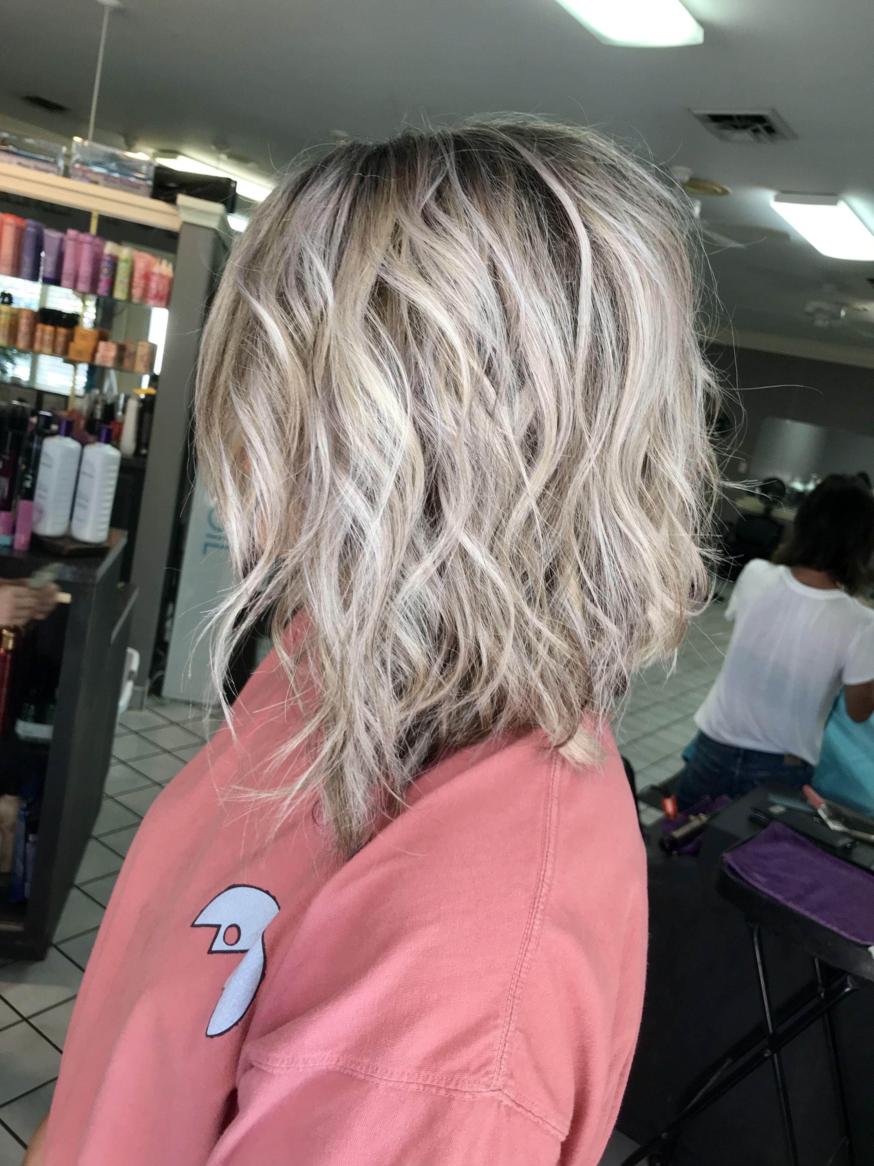 Hair Goals Heavy Blonde Highlights With Dark Brown Shadow Root Heavy Blonde Highlights Blonde Highlights On Dark Hair Brown Hair With Blonde Highlights