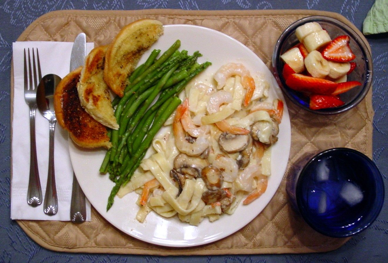 Como Cocinar Pasta Fresca Fetuccini Alfredo With Shrimp And Portabella Mushrooms