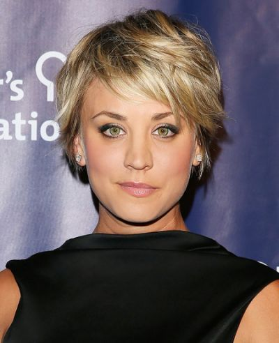 kaley cuoco coiffures pinterest coupe cheveux. Black Bedroom Furniture Sets. Home Design Ideas