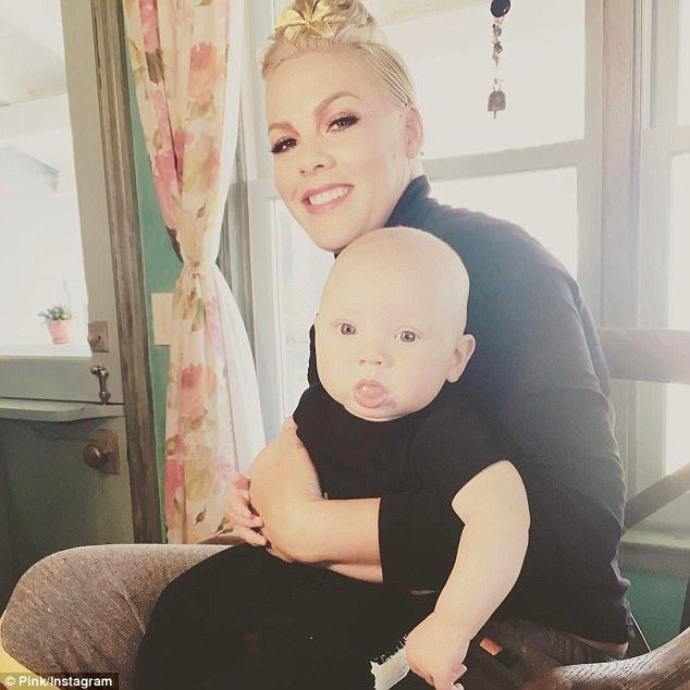 Pink Shares Adorable Snap Of Her Five Month Old Son Jameson Pink Singer Cute Family Photos Pink Son