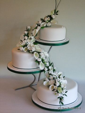 3 Tier Cake On Separate Stands Wedding Cake Stands Tiered Wedding Cake Wedding Cake Designs