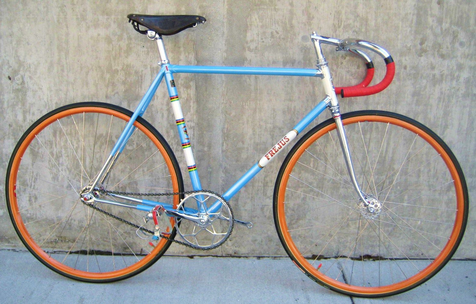The Colors In This Bike Are Amazing The Paint Job Is Beautiful The Wheels Have A Fun Orange Pop If Anything Bicycle Paint Job Track Bike Bicycle Track