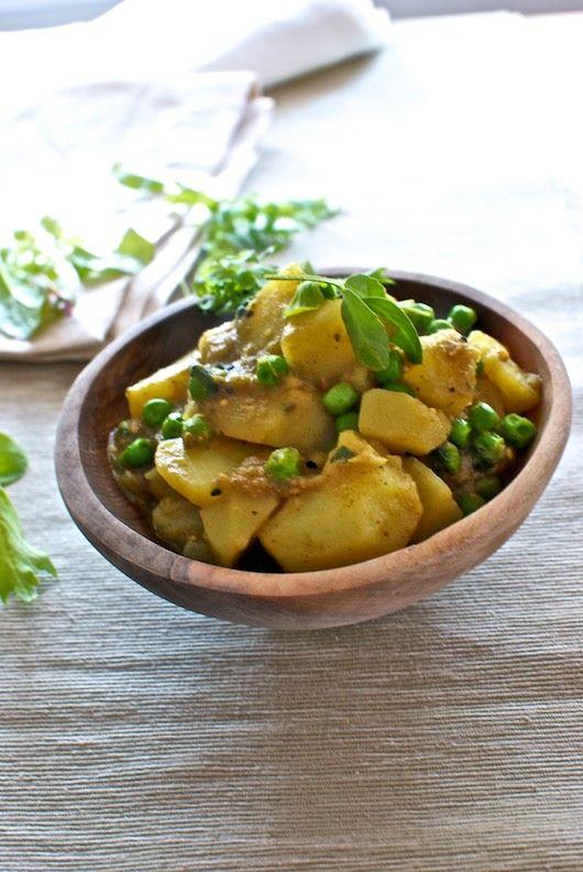 Curry de patatas y guisantes receta de la India con