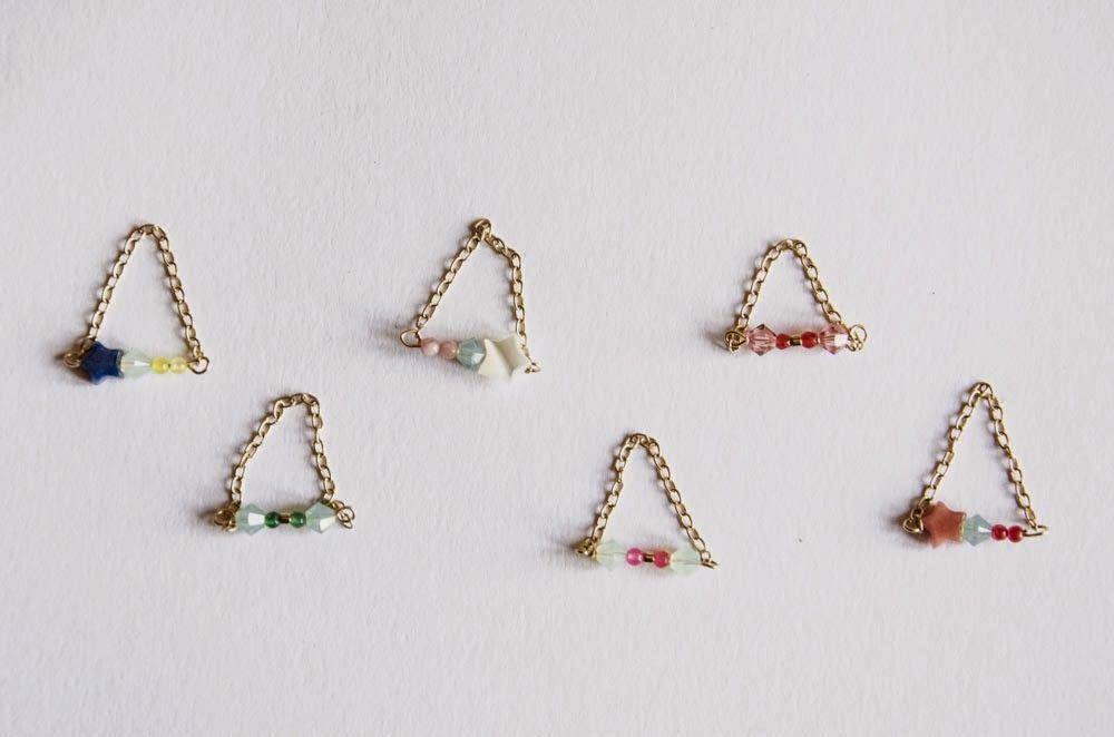 bagues chaîne plaqué or, perles swarovski et agates teintées