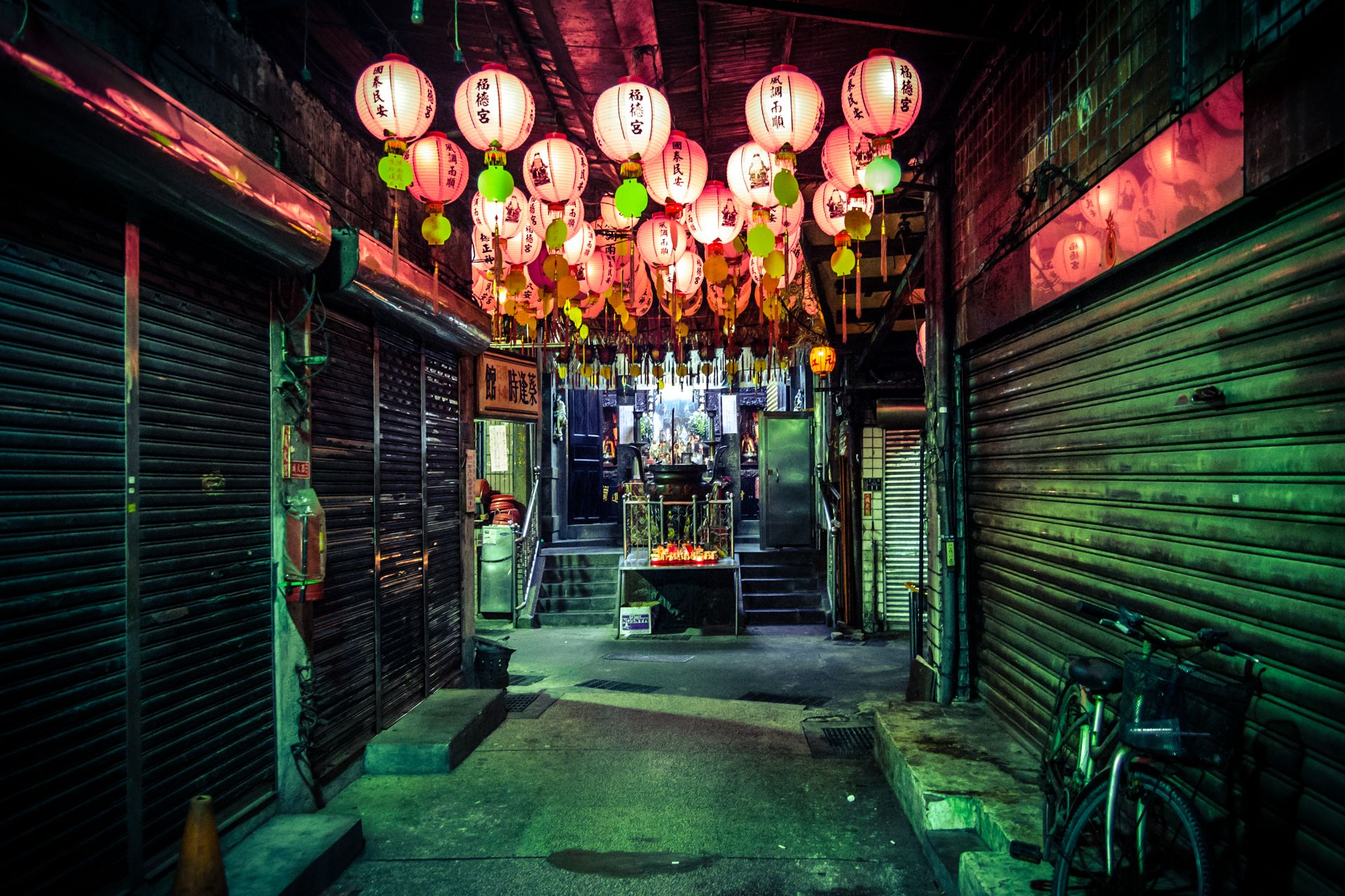 cyberpunk taiwan的圖片搜尋結果 Dark alleyway, Alleyway, Temple