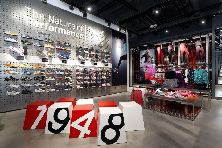 f619da1d5137f4 numbered seating cubes | 米凯罗风格 in 2019 | Puma store, Retail design, Store  design