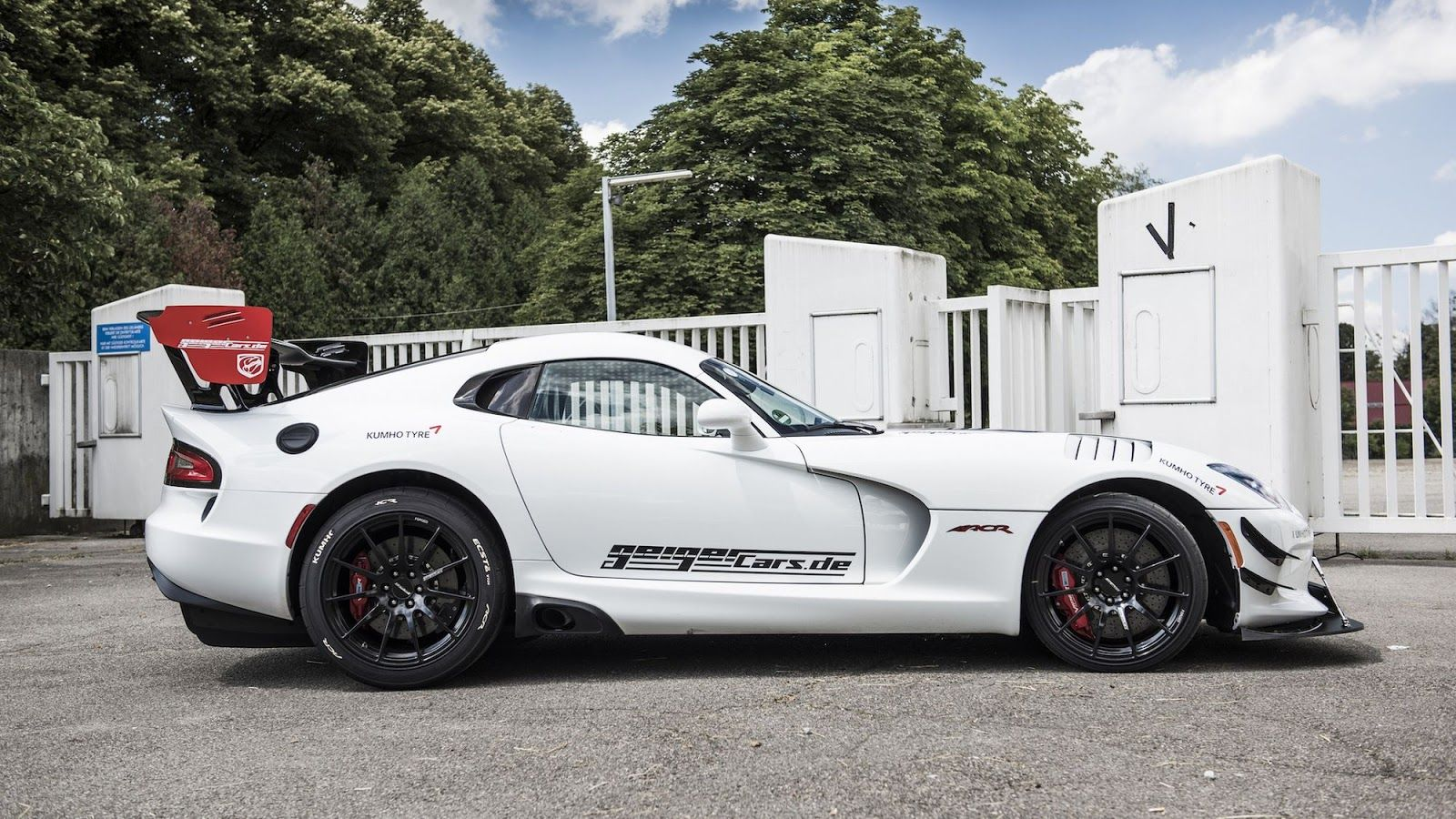 Dodge Viper Acr Gets Body Kit And Power Hike To 765 Hp By Geigercars Dodge Viper Viper Acr Dodge