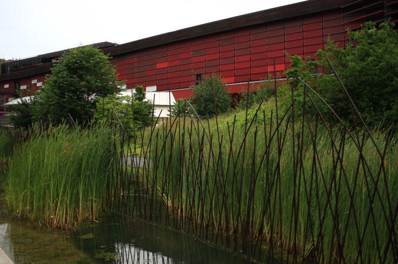 Metal fence, bambou, water - Musée du Quai Branly Paris ...