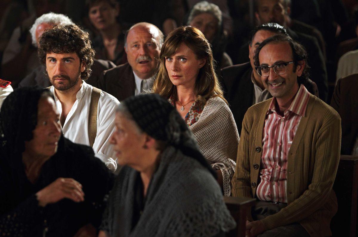 Alessandro Siani Con Serena Autieri E Giovanni Esposito In Si Accettano Miracoli Attori Cinema Serie Tv