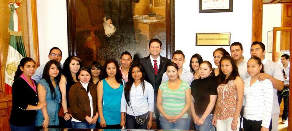 Los alumnos del Noveno Semestre de la Sección 25 de la Facultad de Administración de la UMSNH; visitan el Congreso del Estado,